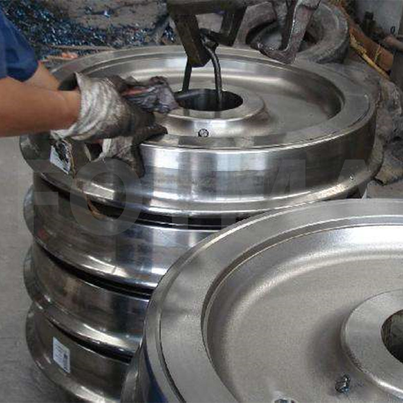 Pre-forming and Forming Process of Forging Train Wheels
